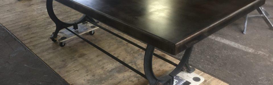 Matbord helt i plåt